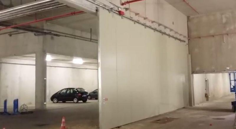 Pose de porte coulissante coupe feu dans un parking for Parking f porte de versailles
